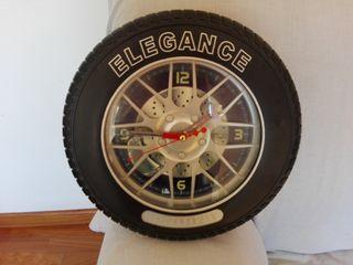 Reloj en forma de rueda