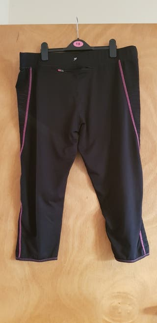 3/4 length gym leggings size 18