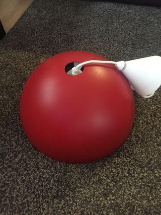 Lámpara Roja de IKEA