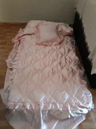 Colcha raso rosa 90cm mas cojin