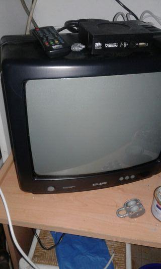 2 televisiones pequeñas