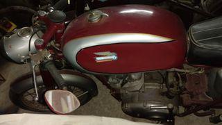 Ducati 160 Sport clàssica.