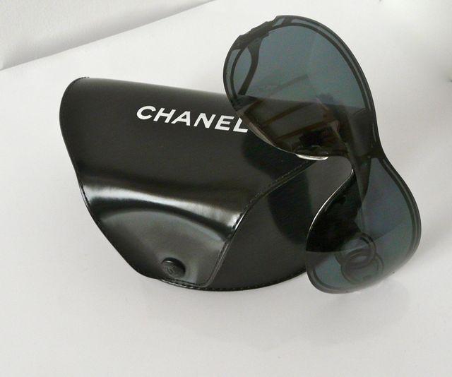 ef68eeda22 Lunettes de soleil Chanel et étui d'occasion pour 160 € Paris sur ...