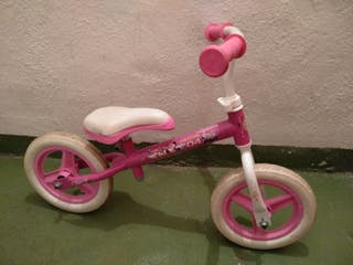 bicicleta equilibrio niña