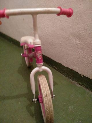 bici equilibrio niña