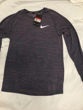 Camiseta manga larga nike M y L.