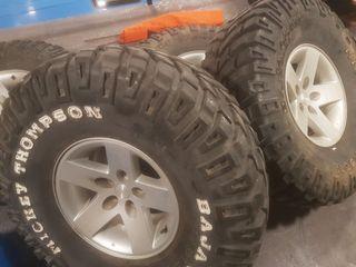 Se venden ruedas para Jeep