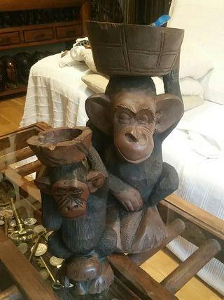 Monos de madera de ebano