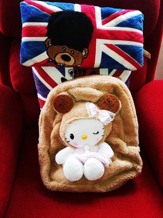 Mochila con Peluche Hello Kitty. Nuevo