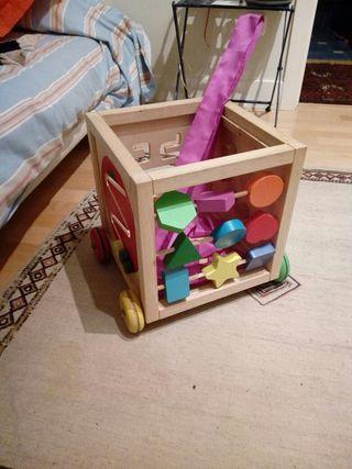 carrito de madera con juegos