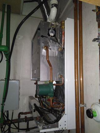 Caldera de gas y acumulador eléctrico