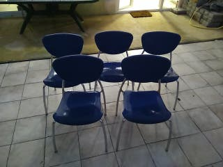 5 sillas apilables todas por 25€