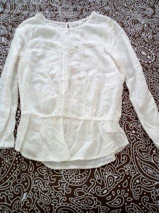 camisa bershka,talla s.Color crudo.
