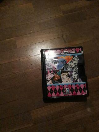 Diario de Monster High y reloj