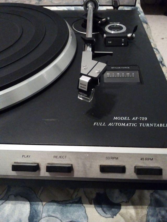 sintonizador radio y plato antiguo