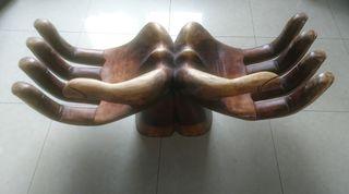 Escultura manos de madera Bali