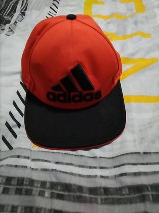 31629626707d Gorra Adidas mujer de segunda mano en Madrid en WALLAPOP