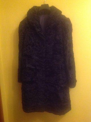 Abrigo negro de astracan