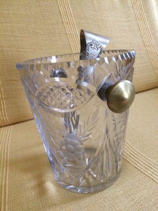 Hielera de cristal tallado y bronce antigua