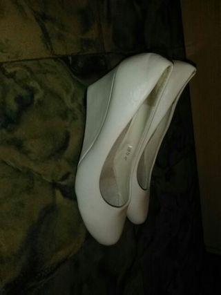 zapatos blancos tacon