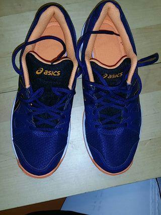 Zapatillas Asics de segunda mano por 40 € en Madrid en WALLAPOP