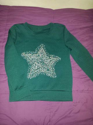 Sudadera verde con estrella