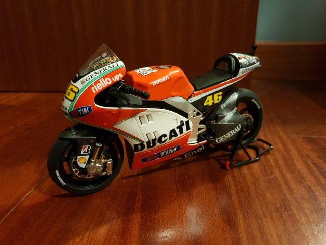 Ducati GP12 Valentino Rossi 1 12