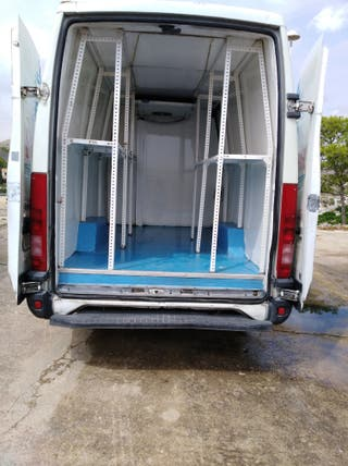 Iveco Daily con cámara frigorífica (isotermo)