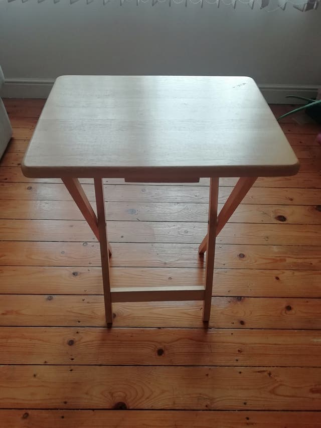 Lovely foldable table