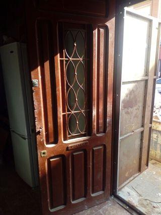 Puerta de calle madera maciza de segunda mano por 45 en for Puertas de calle de madera