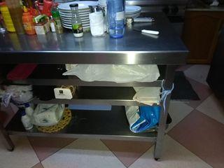 mesa industrial de cocina .