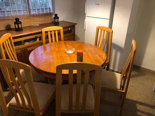 Mesa extensible con seis sillas tapizadas