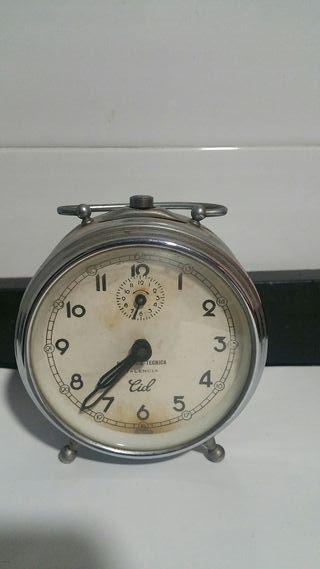 Reloj de cuerda antiguo