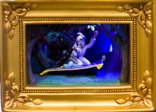 Aladdin Gallery of Light by Olszewski Showcase