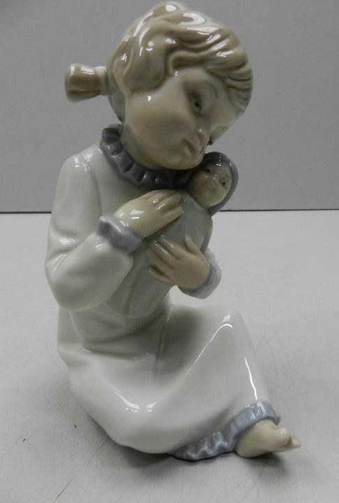 Figura porcelana Zaphir año 1980. Bebé en brazos