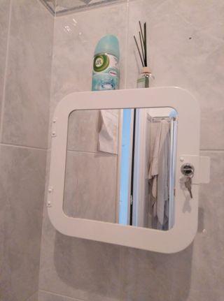Armario pequeño de baño