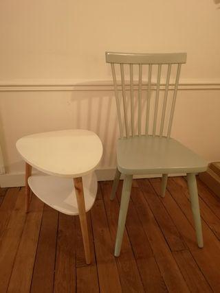 Chaise et petite table
