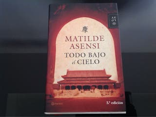 """Libro """"Todo bajo el cielo"""" seminuevo. libros"""