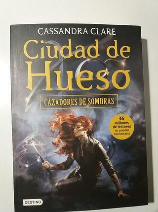 """Libro """"CAZADORES DE SOMBRAS 1"""""""