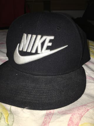 Gorra Nike negra de segunda mano en Madrid en WALLAPOP c1381fbeb03