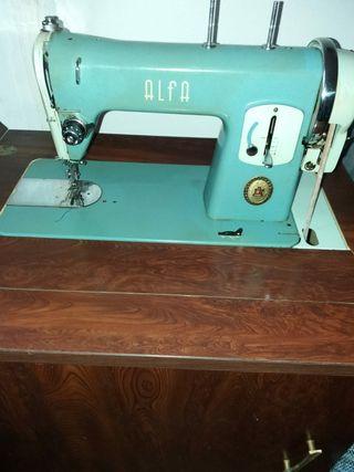 Rebajada!!Máquina vintage de coser Alfa