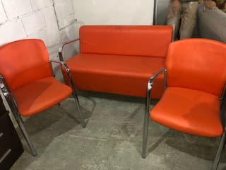 Sofas modernos naranjas.
