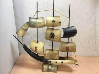 Barco hecho con cuerno