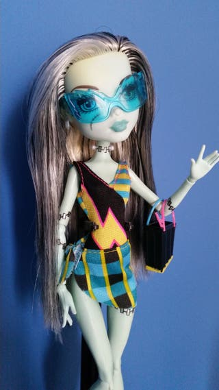 Monster High Frankie Stein Gloom Beach