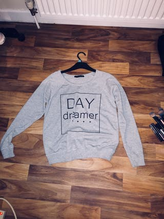 Size 8 Long Sleeved Day Dreamer Top