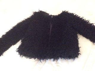 Abrigo negro, talla 10.