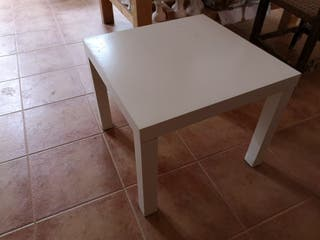Mesa pequeña blanca de Ikea de segunda mano por 12 </div>             </div>   </div>       </div>     <div class=