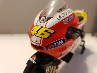Ducati GP11 Rossi 1 12