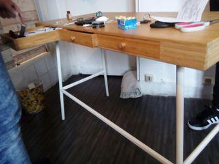 table en bois.