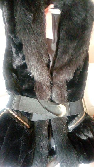 precioso chaleco de pelo. color Negro